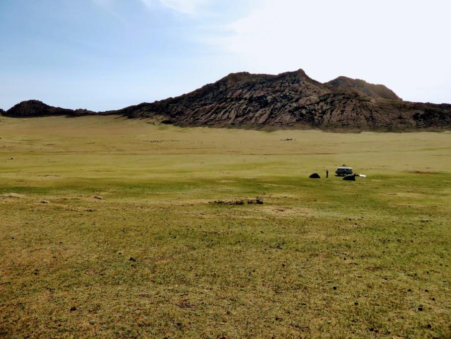 Mongolia_Gobi_Holy_Mountain3